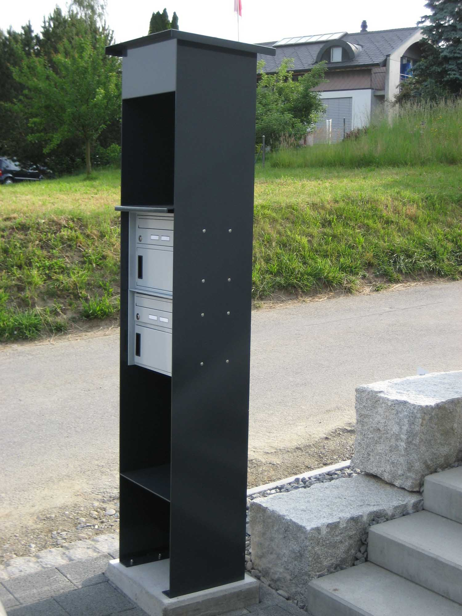 Briefkastenverkleidung mit Ablagefach grau