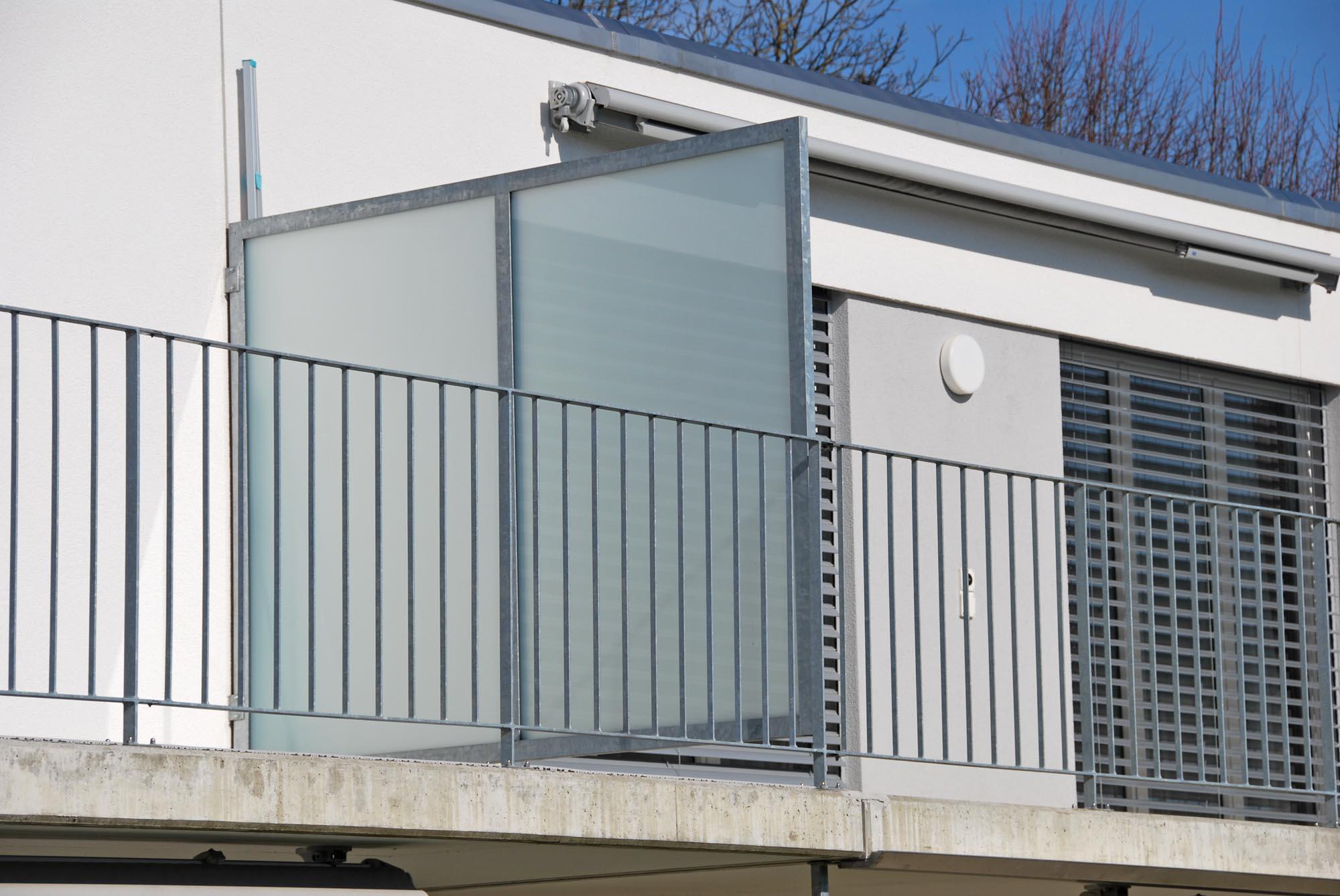 Sicht- und Windschutz mit Mattglas