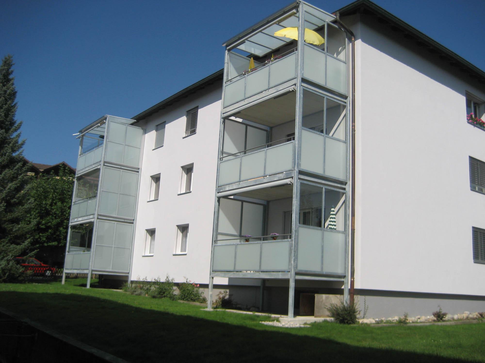 Balkonerweiterung mit Mattglas
